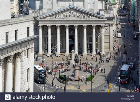 Royal Exchange building between Cornhill and Threadneedle
