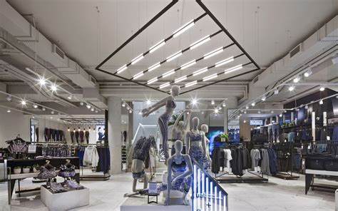 Lululemon Flagship, London | Echochamber