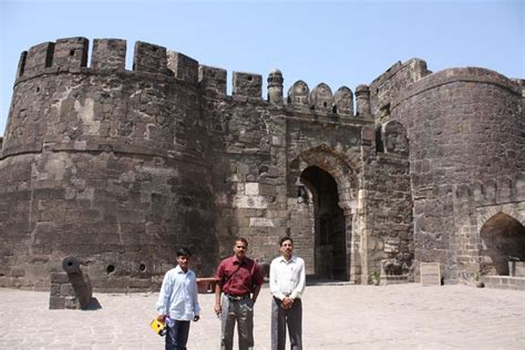 Daulatabad Fort Historical Facts and Pictures | The