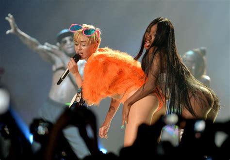 Miley Cyrus under fire for twerking on Mexican flag - NY